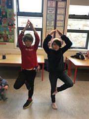 Yoga trí Gaeilge